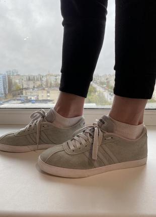 Кроссовки замшевые adidas фирменные