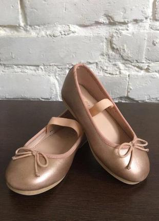 Zara туфельки розмір 18, одівали один раз на фотосесію , виросли)