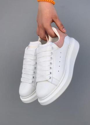 Красиві кросівки