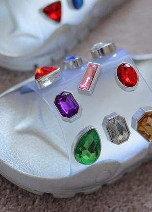 Женские шлепанцы серебристые белые с камнями бесконечности прозрачный верх