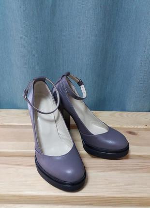 Потрясающие туфли на высоком каблуке