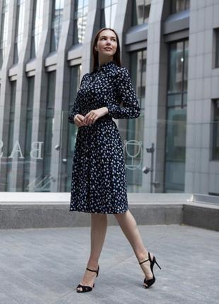 Женское чёрное платье миди в горошек