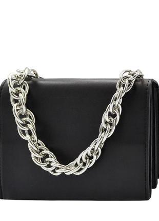 Черная сумочка с цепочкой