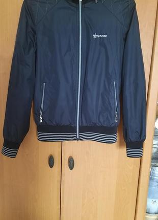 Ветровка. куртка