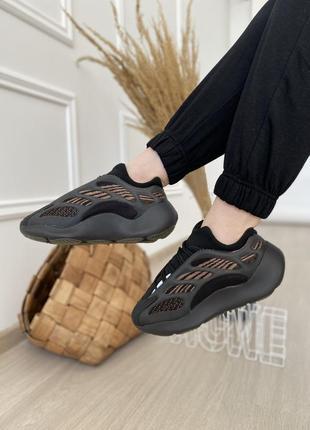 Женские стильные весенние кроссовки adidas yeezy 700 v3 clay brown