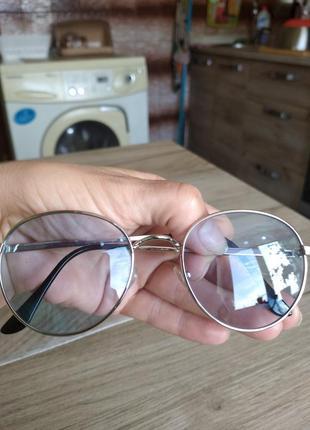 Классные очки с голубыми линзами