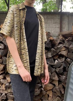 Легкая рубашка с тигровым принтом на пуговицах
