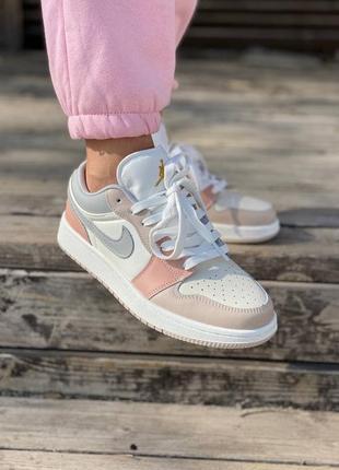 Женские кроссовки nike air jordan 1 low pink grey