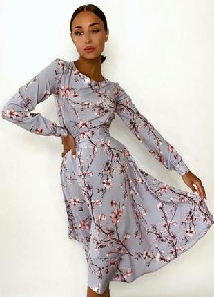 Платье летнее серое с цветочным принтом