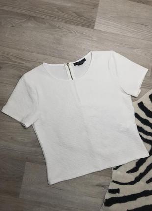 Белая фактурная футболка