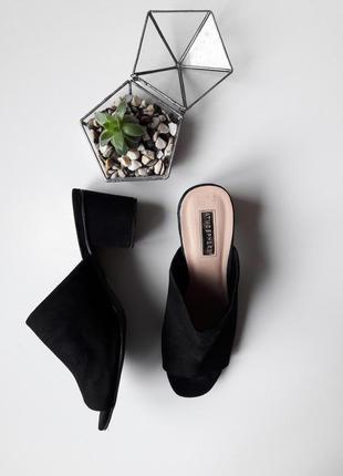 Стильные босоножки сабо на широком каблуке