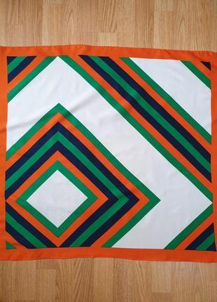 Платок с геометрическим принтом