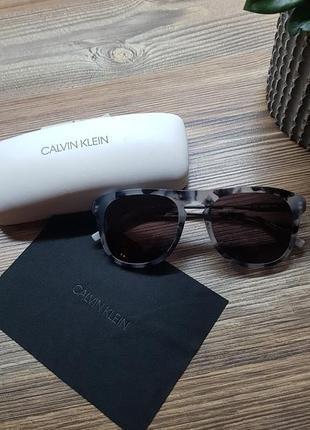 Брендовые солнцезащитные очки, оригинал2 фото