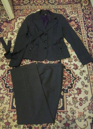 Брючный серый деловой классический костюм
