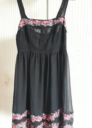 Черное летнее платье с вышивкой
