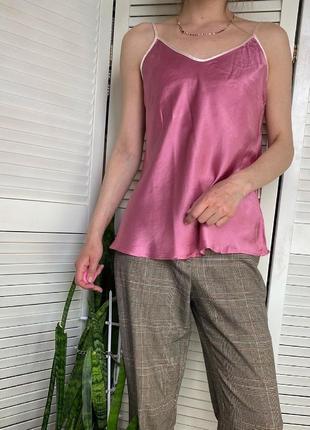 Шелковая майка топ в бельевом стиле сиреневого цвета с розовой окантовкой silk cocoon