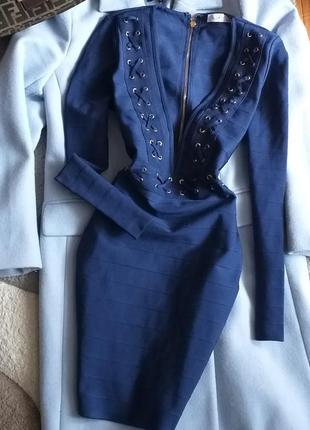 Вечернее бандажное платье с имитацией шнуровки эффектным вырезом от missguided