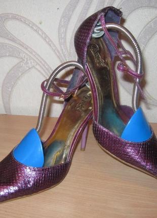 Продам кожаные туфли фирмы carlos santana 37,5 размера