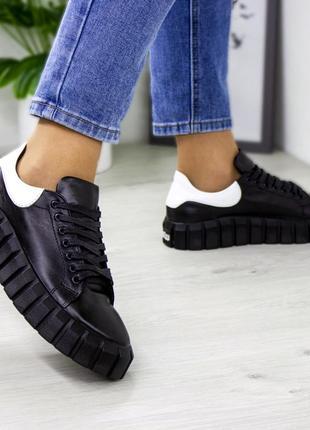 Стильные женские кроссовки из натуральной кожи