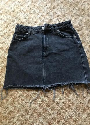 Чёрная джинсовая юбка с необработанным краем