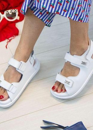 Белые кожаные сандалии (босоножки) vankristi