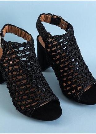 Черные женские ажурные босоножки на каблуке