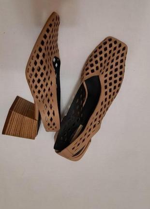 Стильные кожаные босоножки с перфорацией квадратный перед и каблук topshop р.38/39