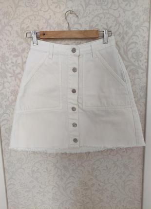 Очень качественная белая джинсовая юбка