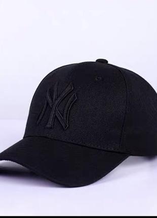 Чорна котонова кепка з чорною вишивкою ny