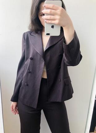 Костюм брючный классический с двубортным пиджаком в полоску