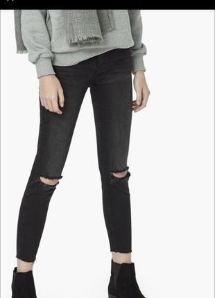 Черные джинсы mango рваные