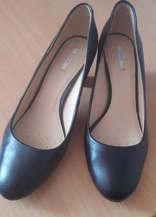 Туфли кожаные  geox respira 39 р.