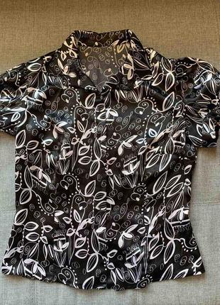 Красива блуза в актуальний принт