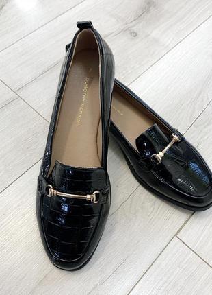 Чёрные лоферы туфли