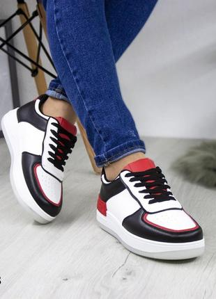 Классные, стильные женские кроссовки