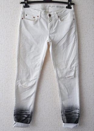 Белые  джинсы reign