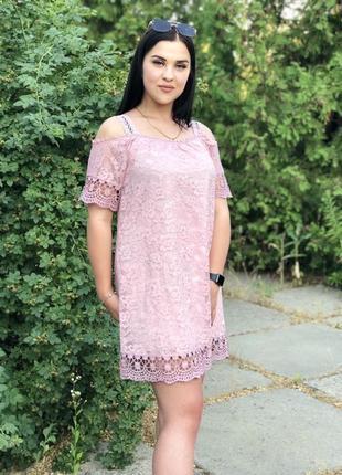 Нежное платье из кружева