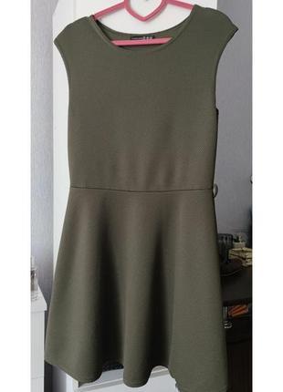 Базовое трикотажное платье в рубчик