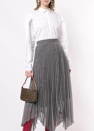 Трендовая кожаная сумочка в стиле louis vuitton pochette accessoires с монограммами.