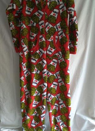Очень красивый  фирменный комбез - пижама очень яркой расцветки