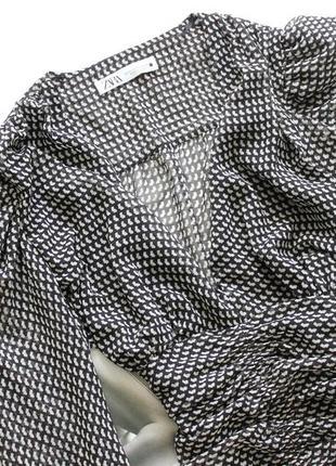 Красивое платье zara в принт черно белое с вырезом л хл2 фото