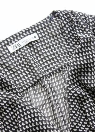 Красивое платье zara в принт черно белое с вырезом л хл4 фото