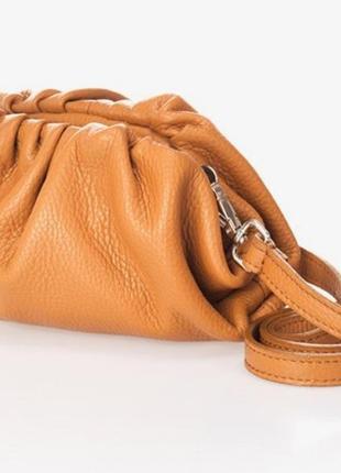 Клатч, сумка через плечо кожаная в стиле bottega veneta. италия