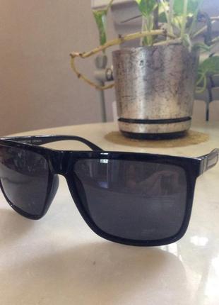 Элегантные  фирменные солнцезащитные очки .привезены из германии. торг.