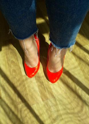 Туфли лаковые яркие красные на платформе united nude б/у 37 в очень хорошем состоянии
