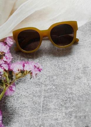 Новые очки солнцезащитные в цветной оправе3 фото