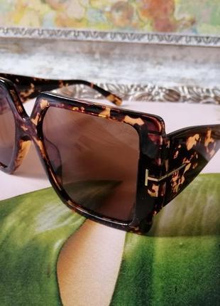 Эксклюзивные брендовые солнцезащитные женские очки в черепаховой оправе