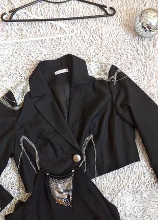 Пиджак с погонами цепочками модный жакет  чорний піджак з погонами ланцюжками