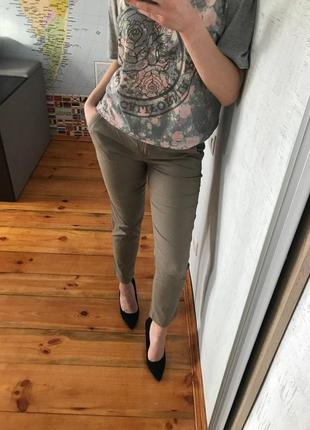 Темно-бежевый брюки по косточку серые united colors of benetton