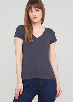 Оригинальная футболка с треугольным вырезом от бренда h&m разм. s, l